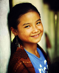 smilling Laos (Monpeera) Tags: kids temple culture monk tradition laos smilling laungprabang laoskids laosgirl