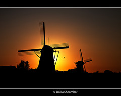 Giants Against Sunset 1 - Kinderdijk (DolliaSH) Tags: dollia sheombar dollias canoneos50d windmill sunset silhouette 50d canon50d landscape windmolen holland nederland thenetherlands zonsondergang sky sonne sun tripod zon 2009 kinderdijk abigfave blueribbonwinner soleil sol sole solntse zakat tramonto sunrise coucherdesoleil sonnenuntergang puestadelsol photo photos foto color colors photography light lights moulinvent windpomp vindmlle windmhle mulinoavento vderkvarn paisaje atardecer topf50