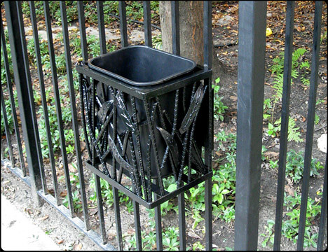 Litterbug Trash Can Holder