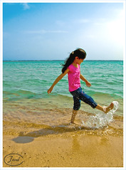 Enjoy at summer :) (Jewel~) Tags: summer beach girl happy enjoy coolpix p3 shahd