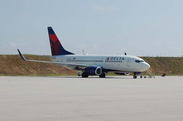 Delta Air Lines Boeing 737-700 N301DQ