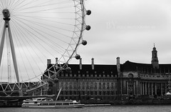 London eye (1) (z o z  ) Tags: summer bw white black london eye thames river nikon 1855mm 2009  d60