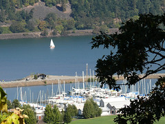 Hood River Marina (Glenn Harris (Clintriter)) Tags: friends oregon marina river boat washington columbia sail vista hoodriver