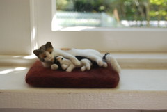 Needle Felted Cat with Kitten (rootcrop54) Tags: sculpture art wool animal animals felted cat miniature kitten chat ooak felt grooming fantasy gato needlefelting  macska gatto kot koka kedi chatte katt kissa animalart kttur maka filz kucing catart   needlefelted kat  maek kais gorbe wooliture nassgefilzt needlefeltedcats rootcrop54 helenrogers pisic