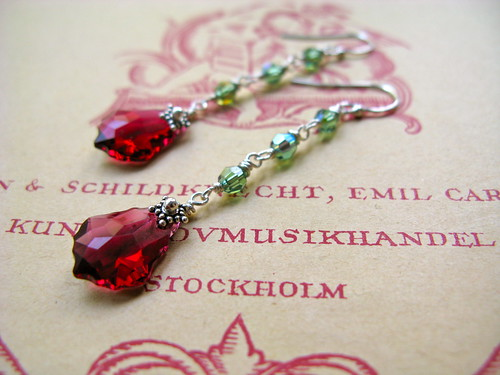 Baroque Nouveau long earrings in ruby/green