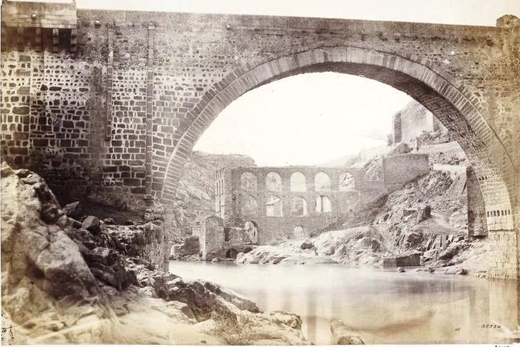 Puente de Alcántara y Artificio de Juanelo en la primavera de 1858. Fotografía de Charles Clifford. © Victoria and Albert Museum, London