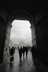 La Louvre (Jelltex) Tags: paris france pyramid archway thelouvre lalouvre jelltex jelltecks ianhadingham