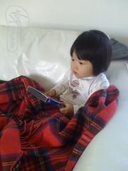Watching Aladdin (Sohyun & Daeshin) Tags: baby home helio heliohome