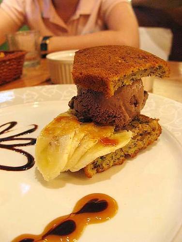 近看香蕉巧克力蛋糕