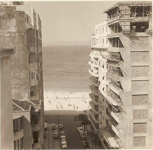 Vista da Rua Francisco Sá, 26 Edifício Mirasol e Avenida Atlântica Copacabana praia beach 1966 foto antiga