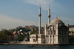 Ortaky Camii (Markus Moning) Tags: trip building turkey boat district minaret trkiye bank istanbul mosque trkei shore neo baroque ufer canoneos350d gebude waterside bosphorus moning camii turchia bosporus ortaky moschee stadtviertel stadtteil minarett markusmoning istanbullovers