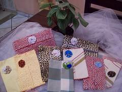 porta lenços de papel (Mar de flores) Tags: flowers flores fuxico yoyo fux sandália chinelo tecido croche fuxicos fuxicando crochetando fuxicaria fuxic