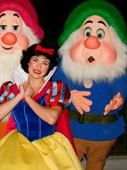 Snow White (abelle2) Tags: disney disneyworld wdw waltdisneyworld snowwhite magickingdom snowwhiteandthesevendwarfs