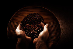 Coffee (96dpi) Tags: wood coffee 50mm beans hands hand kaffee bowl lowkey holz schssel hnde homestudio bohnen strobist