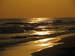 Oro.... (Aram55 l'Etrusco) Tags: tramonto mare spiaggia oro torvaianica