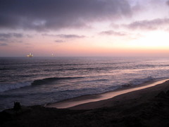 Purple Dusk ([-Sherri-]) Tags: ocean california ca usa beach nature water america us tramonto mare unitedstates pacific dusk unitedstatesofamerica explore pacificocean socal southerncalifornia huntingtonbeach pacifico hb nightfall sherri crepescule abigfave explore372 holidaysvacanzeurlaub theunforgettablepictures sbystrow