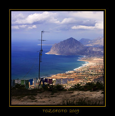 (tozofoto) Tags: light sea sky italy colors clouds canon landscape clothing view mount sicily antenna sicilia itlia erice vantagepoint dripdry olaszorszg szicilia tozofoto magicunicornverybest