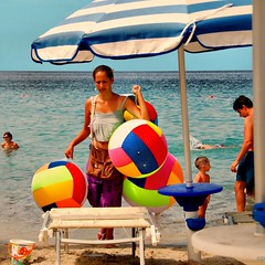 Balloons' Beach Pedlar Girl (Osvaldo_Zoom) Tags: summer italy beach girl beauty seaside balloon calabria immigrant pedalar beachproject rumenian