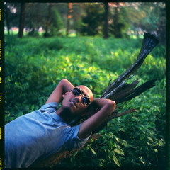 9584454 (Nasey) Tags: portrait people green 120 6x6 tlr film sunglasses mediumformat bush bokeh seagull squareformat malaysia spinning swirl terengganu kualaterengganu 4a kualaibai fujipro160s padin 75mmf35 kodin autaut seagull4a103 nasey nasirali swirlbokeh filmfilmforever