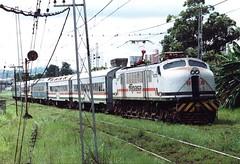 FPM147 Trem de passageiros Fepasa (Fernando Picarelli Martins) Tags: 1947 generalelectric ferrovia fepasa locomotiva tremdepassageiros jundiaísp locomotivaelétrica ferroviapaulistasa classe2cc2