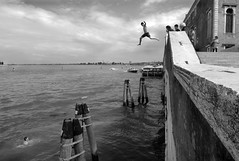 Venice - Fondamente Nove (luca marella) Tags: bridge summer bw italy blackwhite jump dive lagoon pb bn ponte e heat dip venezia bianco nero plunge nove donà fondamente marellaluca