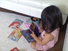 Reading alone (Sohyun & Daeshin) Tags: baby home helio heliohome