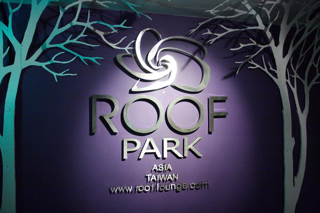 似乎很久沒寫新文章了~~Roof Lounge篇