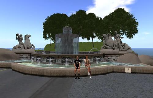 Wittelsbacher Brunnen mit Ralfi und Soscho (die Erbauer)
