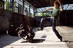 Crazy Ivory II (Profeta/Paranoia) Tags: portrait color colour berlin colors canon germany deutschland kick retrato portrt colores moto alemania farbe 1dmark2 motocicleta timing motorcicle berln patada 1dmk2 1dmarkii 1d2 1dmkii crazyivory fwo5018