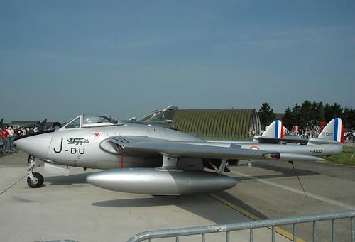 Warbird picture - 2009.06.28.078  REIMS - De Havilland DH-100 Vampire FB.6 (F-AZOO - code DU-J - cn.636)