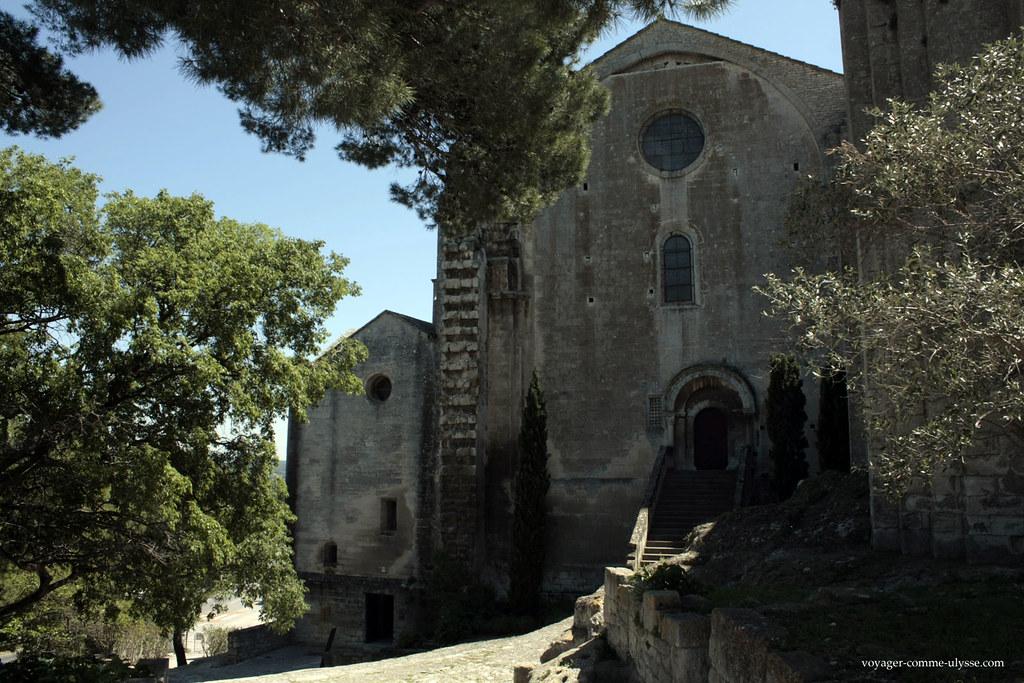 L'abbaye incite au repos, au calme, à la contemplation… vous entendez le chant des cigales?