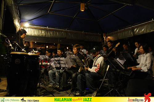 Halaman Monthly Jazz - Salamander Big Band
