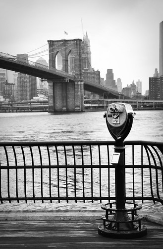 BrooklynBridgeThruTheViewfinder2