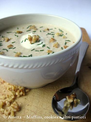 Zuppa fredda di cetrioli con yogurt e noci