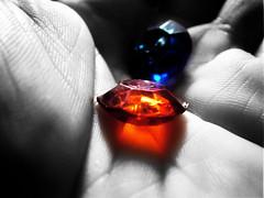 STONES (superbitxo) Tags: blackandwhite bw blancoynegro hand stones bn plastic m mano piedras blancinegre diamantes pedres diamants