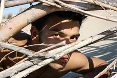 Umesh # 1 Hide (just.Luc) Tags: man male homme hombre uomo visage face gezicht hide hidden branches takken beach strand plage belgian asian nepalese young jongeman stubble portret portrait ritratto retrato summer shadow sun zon schaduw ombre soleil picnik porträt