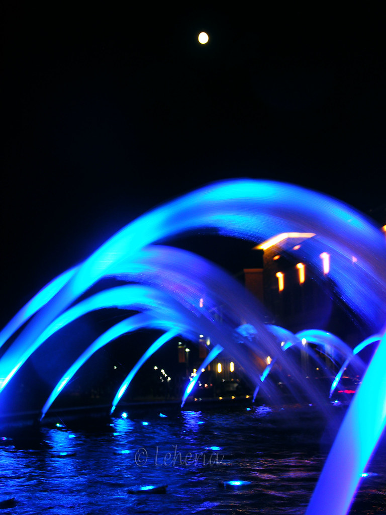 the world s best photos by leheria flickr hive mind water fountain leheria tags fountain colors bar lights dallas texas lounge livemusic latenight