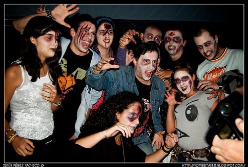 Festival friki de zombis homenajeando el Thriller de Michael Jackson en Lavapiés