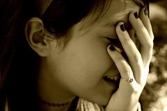 [フリー画像] [人物写真] [子供ポートレイト] [外国の子供] [少女/女の子] [横顔] [セピア]     [フリー素材]