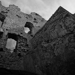 IMG_0928 (psaid) Tags: building castle ruins ruin poland polska ruina zamek małopolska budynek ruiny budynki ogrodzieniec zamki budowle budowla średniowiecze maopolska ma³opolska redniowiecze