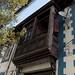 Vecchio balcone in legno di una casa nel barrio Bellavista