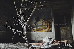 Enchanting ruins #16 (La T / Tiziana Nanni) Tags: sleeping woman tree portraits paint skin sleep stories ritratti evanescence ruines rovine surreality abbandono macerie womenportraits enchantingruines