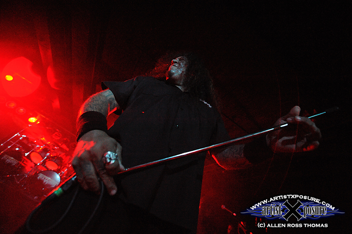 Chuck Billy of Testament rocks the mike stand!