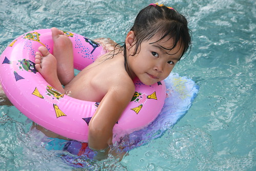 funny pool feet 1