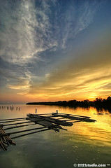 Sunset II @ Parit Jawa (HDR) (2121studio) Tags: travel sunset art nature gold artwork nikon d70s ali malaysia hdr highdynamicrange kuantan melayu emas seni touristinformation freegame karya bestphoto nikonian malaysianphotographer drali moviedownload topphotographer travelinformation topimage hotwallpaper fascinatingmalaysia freeinformation 2121studio karyaseni kuantanphotographer pahangphotographer ciptaanallahswt 0139342121 alikuantan worldbestphoto platinumpeaceaward alamindah mp3freedownload adventureecotourismtravelkembara maklumatpelancungan johortouristattraction muartouristspot tempattempatmenarikdijohor paritjawamuarjohor