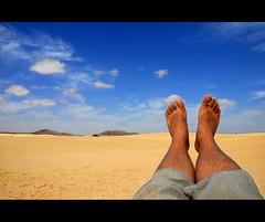 fuerteventura_06 (respiraelviento) Tags: blue sky españa cloud azul spain heaven fuerteventura dune yo cielo pies duna canaryislands nube pieses islascanarias marcianos parquenaturaldecorralejo corralejonaturalpark dunasdecoralejo