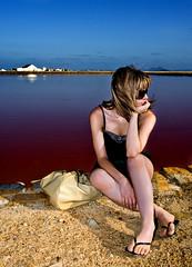 Sara en las salinas (SanchezCastillejo) Tags: light sara retrato sony flash salinas murcia rubia sanpedro a700 castillejo