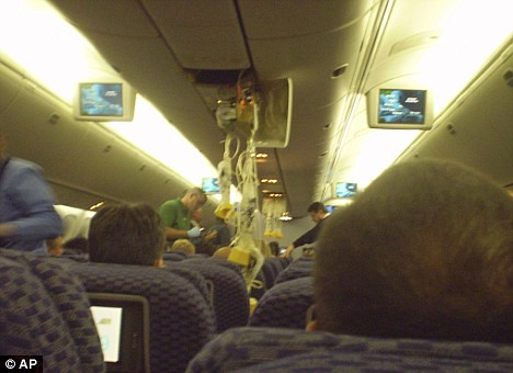 Turbolenze in volo, 26 feriti. Gli scatti dell'aereo. by you.