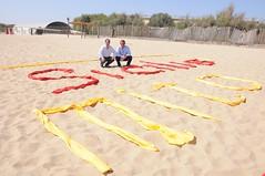 Turismo, inaugurata la scritta  di benvenuto sulla spiaggia della plaia di Catania