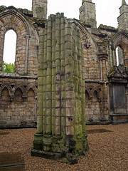 Abadia de Hollyrood (Rubn Hoya) Tags: uk abbey scotland ruins edinburgh united kingdom palace escocia ruinas gran column edimburgo reino unido palacio hollyrood columna bretaa abadia scotlanda